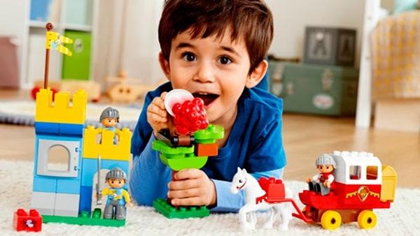 đồ chơi cho bé trai 4 tuổi
